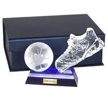 Glastrophäe Fussball:   Exklusive FUSSBALL-Kristallglastrophäe  mit blau unterlegtem Glassockel  i