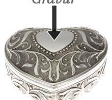 Schmuckdose Herz:   Schmuckdose Herz mit Blumendekor und Herzgravurfeld, versilbert.  Maße: 6,5
