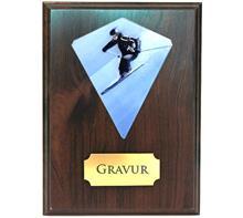 Holzschild Braun 18x23 + Wimpel färbig:   Braunes Holzschild 18x23cm zum Hängen oder Stellen inkl. färbigem Wimpel.