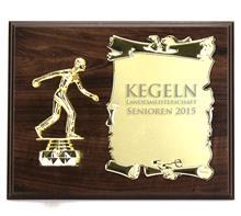 """Holzschild 25x20 inkl. Figur 080 +Metalurkunde:   Braunes Holzschild 25x20cm  zum Hängen oder Stellen  mit Figur """"KEGELN DAM"""
